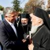 Στο τρισάγιο που τέλεσε στο Μάτι ο Οικουμενικός Πατριάρχης Βαρθολομαίος στη μνήμη των θυμάτων των πυρκαγιών, ο Πρόεδρος της ΚΕΔΕ Γ. Πατούλης