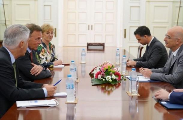 Συνάντηση Δένδια με τον αντιπρόεδρο της Γερμανικής Βουλής